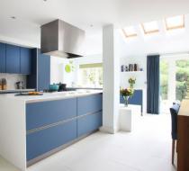 Navy blue and white European style kitchen